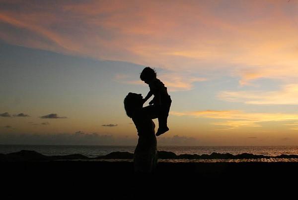 Cha là gì? Mẹ là gì? Bài viết sâu sắc thức tỉnh tất cả những người làm con!